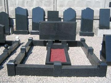 Памятники и ограды